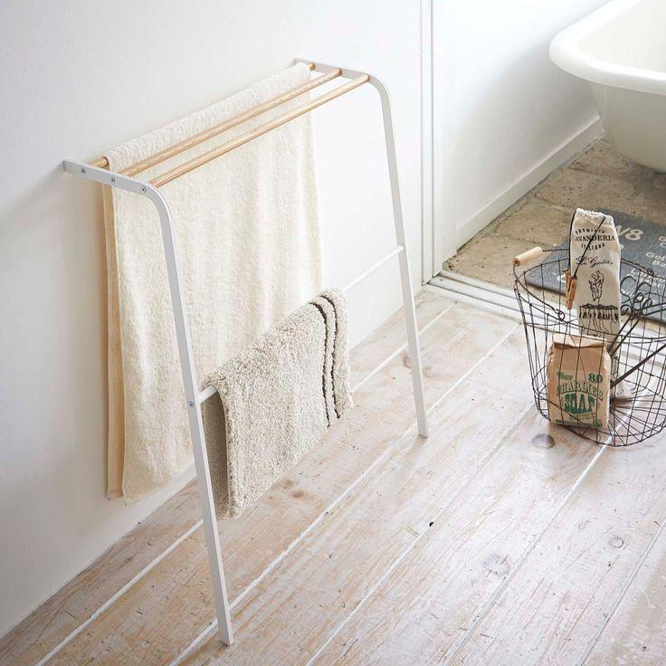 バスタオルとバスマットを同時に収納。「立て掛けバスタオルハンガー トスカ」のご紹介です。壁面に立て掛けるだけで、バスタオル3枚とバスマットを干すことができます。床や壁と接する部分には滑りにくいシリコンキャップ付きで安心です◎  ■SIZE:約W65×D32×H75.5cm  #home#tosca#バスタオル#バスタオルハンガー#バスマット#バスマット収納#見せる収納#おうち#バスルーム#北欧雑貨#北欧インテリア#ナチュラル#ナチュラルインテリア#収納#シンプル#便利#おしゃれ#bath #雑貨 #yamazaki #山崎実業