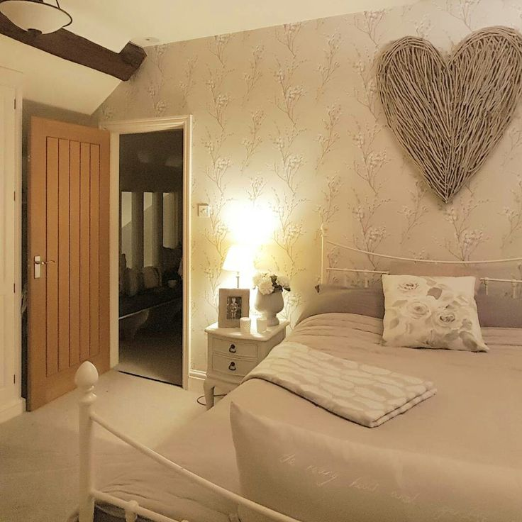 Cosy bedroom Extra large wicker heart Country style
