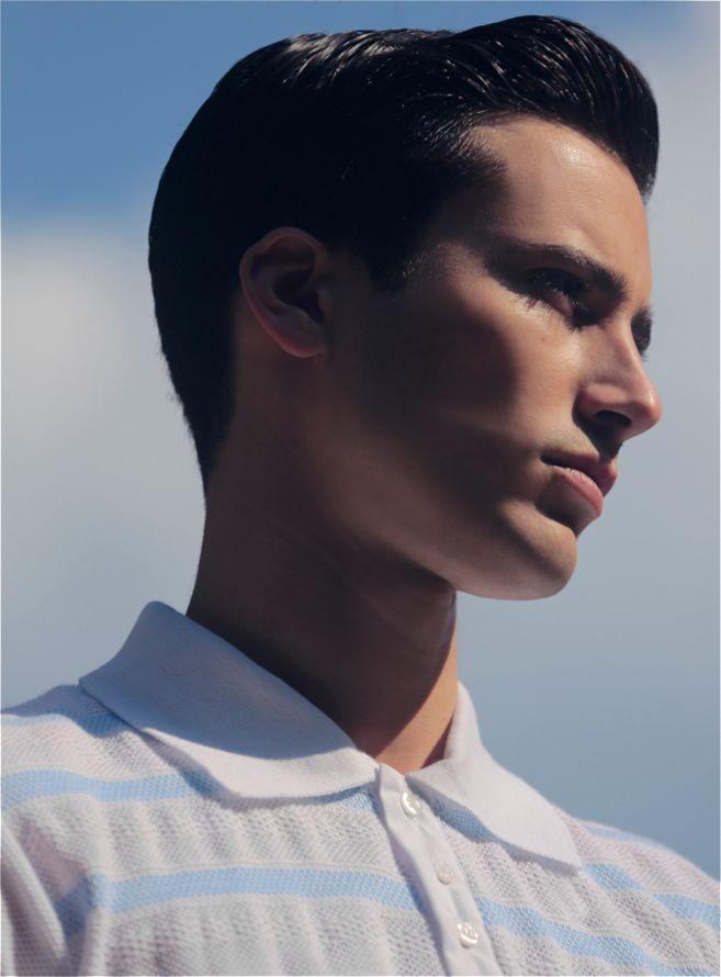 Polo Pic de Nore en pur coton, coupe ajustée et rayures bicolores. Le tricotage de ce polo est très travaillé avec ce jeu de mailles fines ajourées et sophistiquées. Le col, prolongé d'une patte de boutonnage en toile trois boutons vient parfaire le style de ce polo. Un modèle léger et agréable pour les activités de loisirs.  http://www.pic-de-nore.com/fr/detail/polo-raye-bleu #picdenore #pull #homme #mode #fashion #madeinfrance
