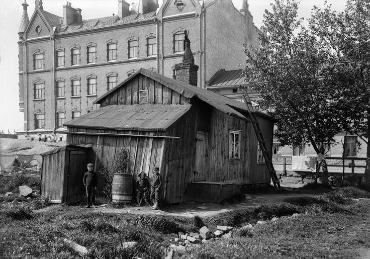 Kalastajatupa Perämiehenkatu 1:ssä. Foto: Signe Brander 1907.