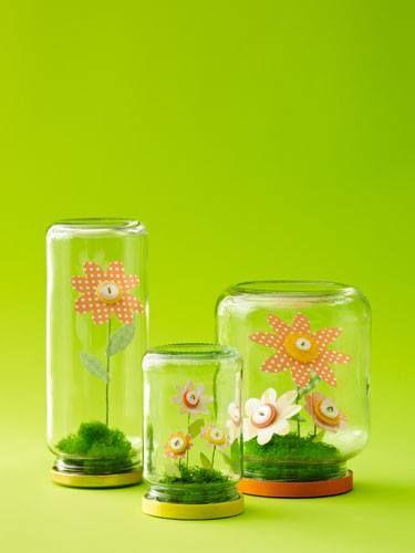 Bloemetjes in een potje Ook leuk met mos en kwarteleitjes