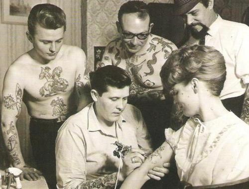 tattoo familyTattoo Women, Vintage Tattoos, First Tattoo, Vintage Photos, Oldschool, Old Schools Tattoo, A Tattoo, Tattoo Vintage, Tattoo Ink