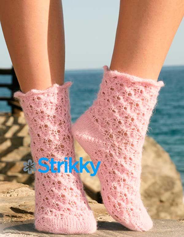Ажурные женские носки «Милые пушистики» от Drops Design вязаные на 5 спицах / Носочки связаны из нежно-розовой пряжи – стопроцентной альпаки. Нежность, присущая самой пряже, многократно увеличена воздушным ажурным узором. Поэтому эту модель носочков авторы из Drops Design Studio так и назвали –[...]