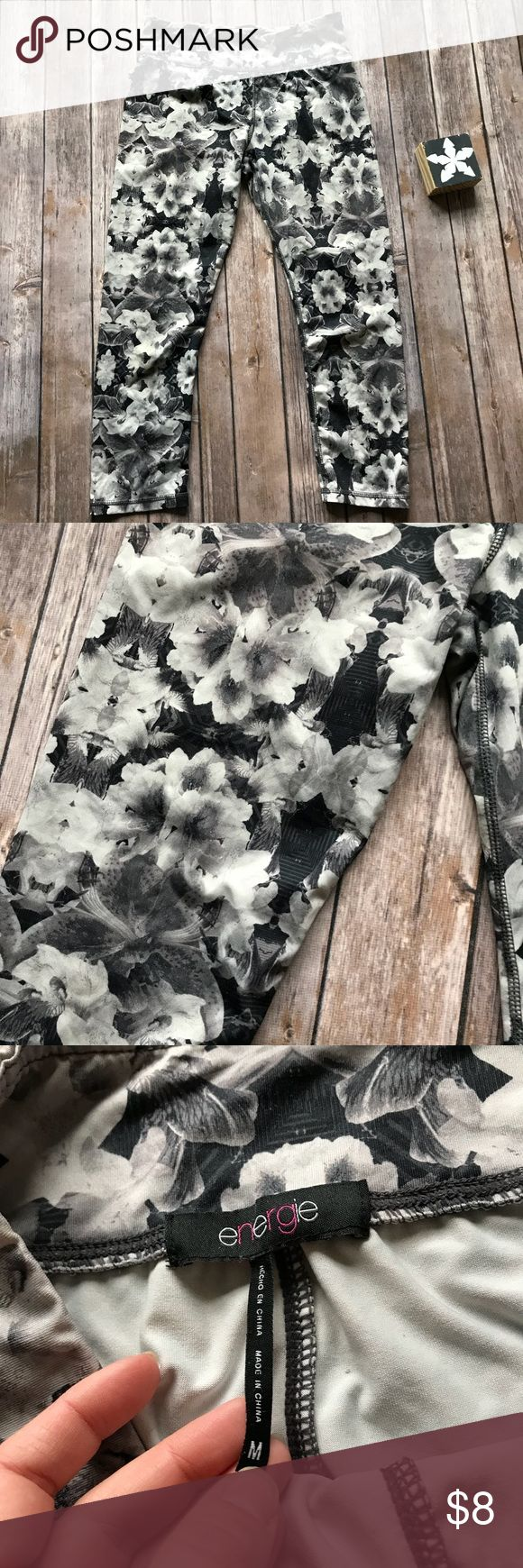Energie Floral Cropped Athletic Leggings Medium Like new gray and black floral Cropped Athletic Leggings 🛍Black Friday Sale Item🛍 Bundle for a discount!🛍 From a clean and smoke free home🛍 Quick Shipping🛍 Get it now before it's gone! 🛍 Energie Pants Capris