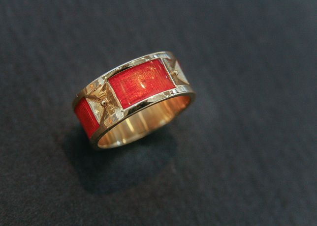 COLORiT enamel and gold ring by Expo Arte.