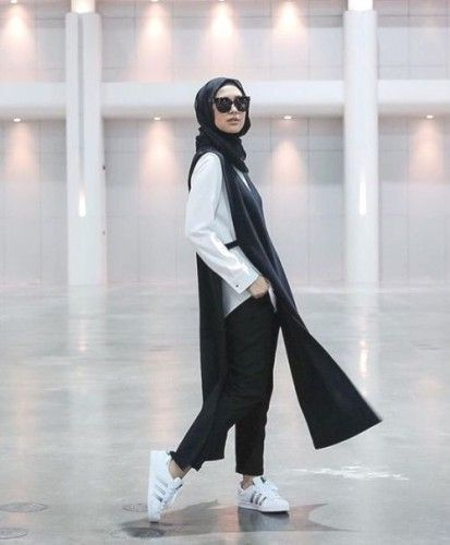 sporty adidas with hijab- How to style Adidas shoes with hijab http://www.justtrendygirls.com/how-to-style-adidas-shoes-with-hijab/
