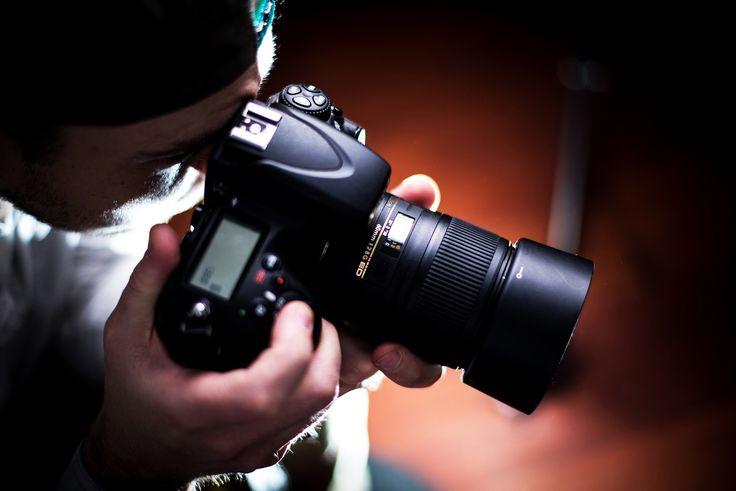 Es indudable que hoy en día todo el mundo, sobre todo los fotógrafos profesionales, nos hemos acostumbrado ya a las cámaras digitales. El cambio de la fotografía química a la fotografía digital, fue para muchos fotógrafos un trauma, y hoy en día aún