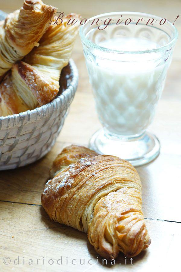 Croissant francesi a colazione