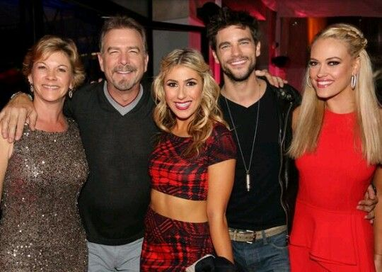Bill Engvall and his wife with Emma Slater, Brant Daugherty and Peta Murgatroyd