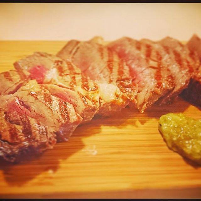 『#関西人が横浜を食べ歩く 』 #横浜 の#関内 で#熟成肉 の#旨い 店を見つけました。#肉 の#旨味 が強くめちゃくちゃ#美味しい です。食べたのは#リブアイステーキ #アンガス牛 . #food #yokohama #enjoy #steak #bbq #dryaged #beef #bond #dinner #japan #feel #free #to #follow #me #絶品