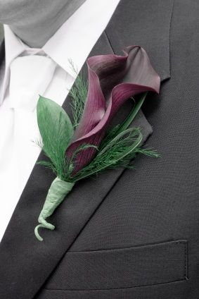 calla lily boutonniere the ruscus and tree fern and bear grass its so simple but looks perfect!