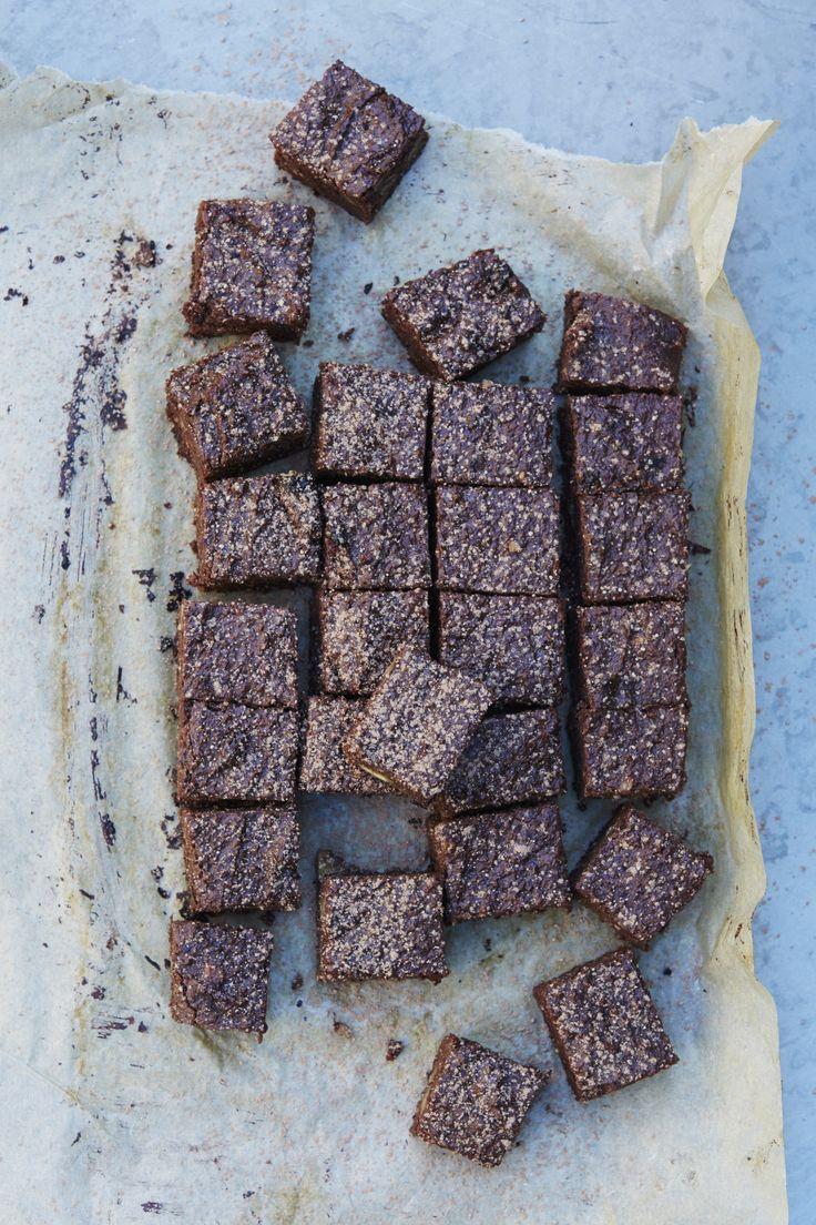 Gooey Vegan chocolate brownies   Honestly Healthy Natasha corrett recipe   Gluten free http://www.honestlyhealthyfood.com/blogs/honestly-healthy-food/17967021-gooey-vegan-chocolate-brownies