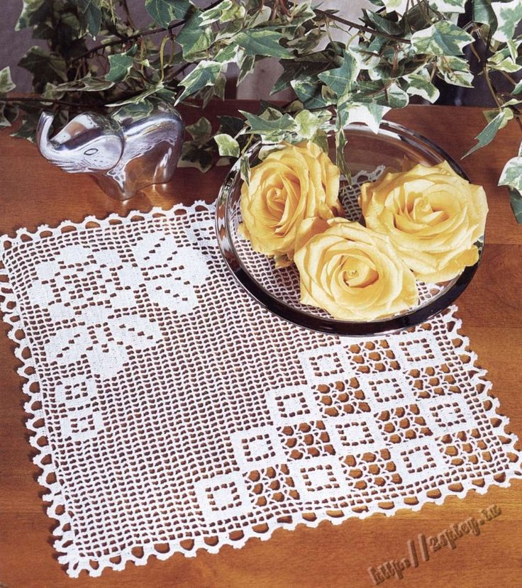 Filet crochet doily (with diagram)