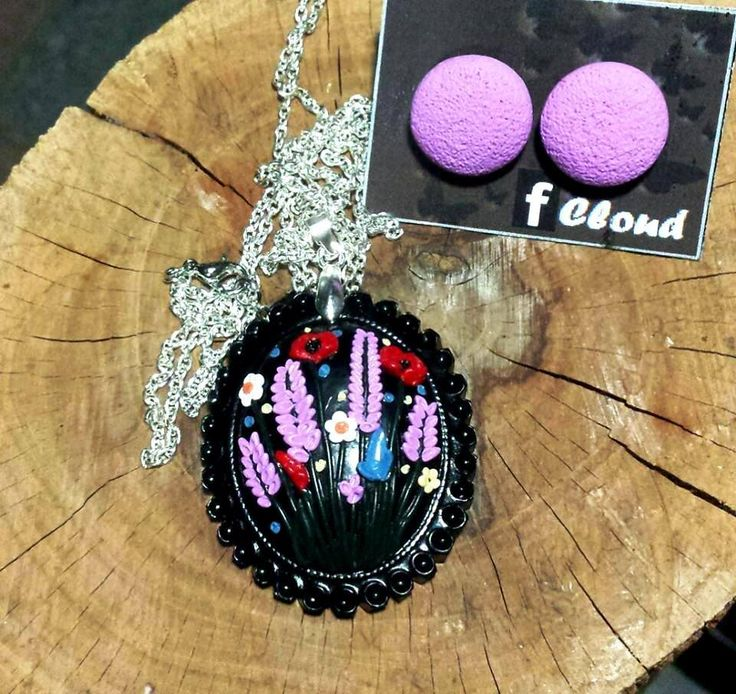 Cammeo nero con fiori lavanda, papaveri e margherite...                                           Cloud handmade product 17€ https://www.facebook.com/1622778361284056/photos/a.1625351237693435.1073741834.1622778361284056/1670348239860401/?type=1&theater