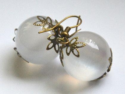 Cercei bile albi-mati cu accesorii bronz, by AndreeaNedelcu, 10 Lei