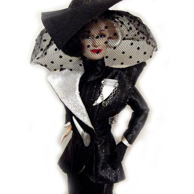 Кукла 'Круэлла Де Виль' (Cruella De Vil), из серии '101 далматинец', Disney, Barbie, Mattel [16295] Кукла 'Круэлла Де Виль' (Cruella De Vil), из серии '101 далматинец', Disney, Barbie, Mattel [16295]