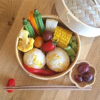 蒸し野菜を作るのに便利な蒸篭(せいろ)。使った後はそのまま和ンプレートになっちゃいます♪