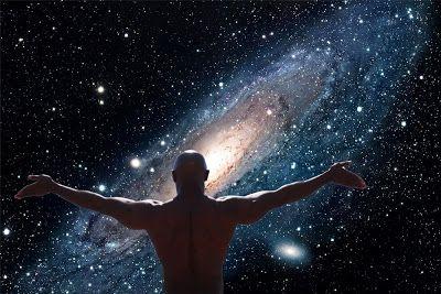 A eterna essência do meu ser: Luz da alma  Que a presença dos pensamentos,  abracem a tua vida,  e os vejas como uma luz,  não como uma sombra do passado.   Uma presença  Uma paz que nada exige.  Uma serenidade que te abraça e leva apaziguamento à alma!   Uma luz cristalina, que brilhar nos corações apaixonados, no teu, no meu ...  em todos os corações, que habitam o universo!   Uma esperança,  um caminho de tranquilidade. Um mar sereno, sem tempestades ...