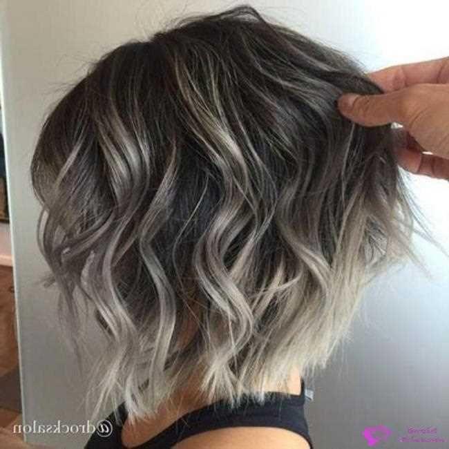 Kurze haare mit strähnen dunkle Dunkle Kurze