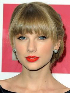 Taylor Swift oval face bangs