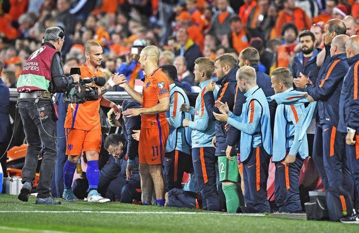 De selectie van Oranje staat op voor recordinternational Wesley Snijders. Nederland-Luxemburg 2017-06-09