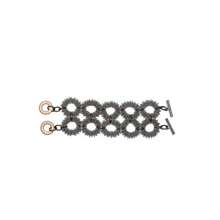 AMIO Bracciale in acciaio color argento con elementi in ferro, chiusura con marchio inciso.