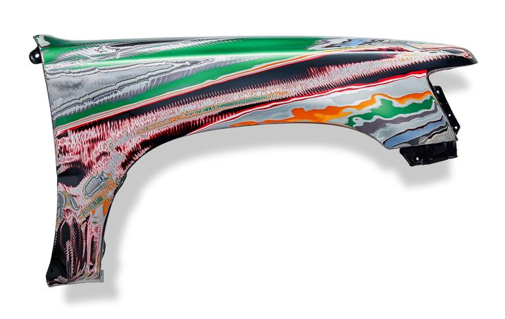 Backdrift Attacked by an extra-terrestrial storm, (st)ripping off the colours. Steel front guard | Toyota Hilux | Automotive paint +/- 35 layers 2015 | L 120 cm x H 70 cm x D 20 cm