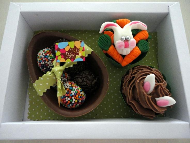 Hum.....delicia! Caixa com ovo de pascoa recheado com brigadeiro e 2 minis cupcakes.