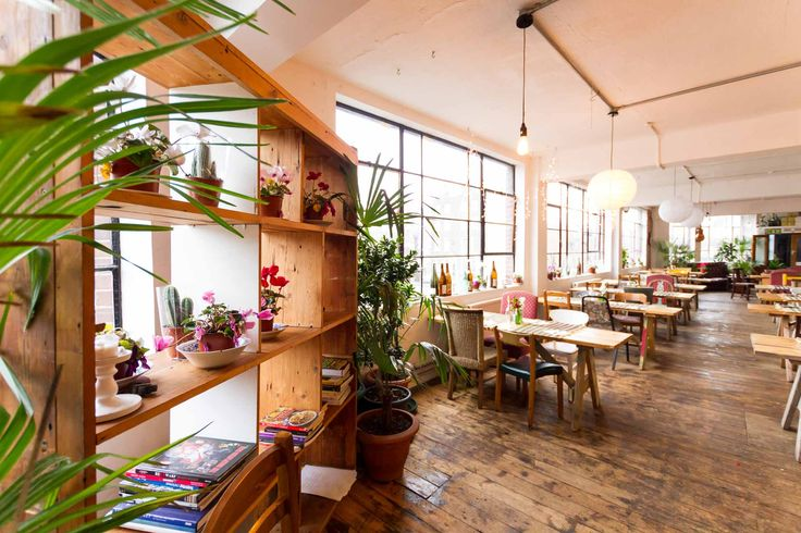 Hackney - lush houseplants and super smoothies at Palm Vaults. Instagram-worthy.