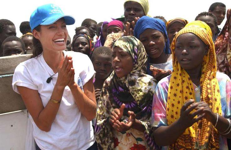 A warm welcome for UNHCR Goodwill Ambassador Angelina Jolie at Kakuma camp in Kenya. (October 2002) ©  UNHCR/M.Furrer