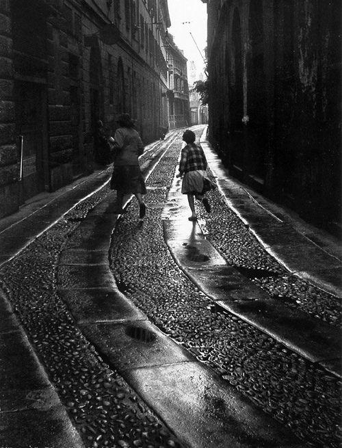 Mario De Biasi - Via Disciplini, Milano, 1950s