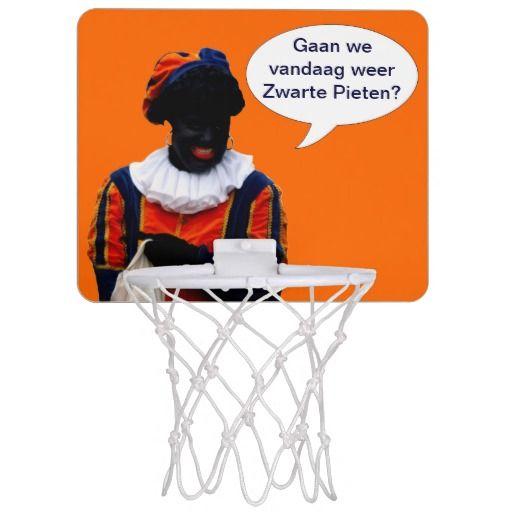 Mini Basketbal Doel met oranje achtergrond en een Zwarte Piet. Tekst in ballon is aanpasbaar naar eigen voorkeur. Klik op 'Personaliseer'.