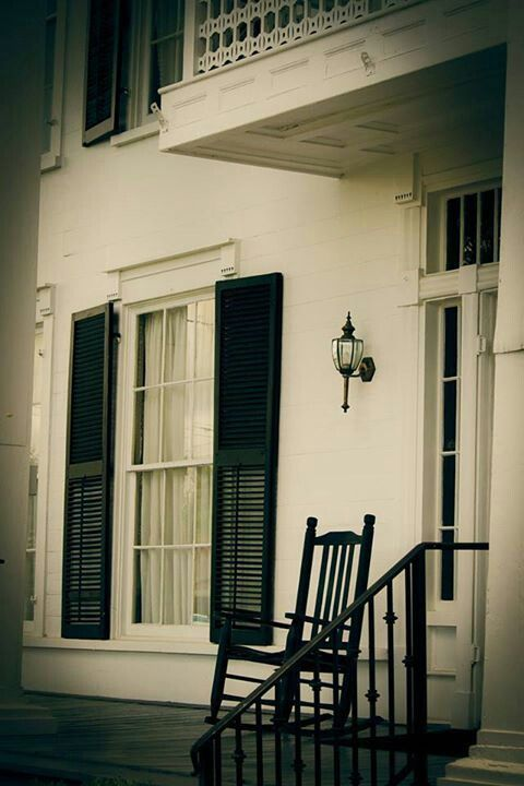 Lafayette Ga, front entry to Marsh-Warthen House