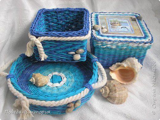 Всем привет!  На ВОЛНЕ позитива начинаю новый месяц лета!  Редко кому из рукодельниц удается обойти стороной морскую тему: будь-то в вышивке, в плетении, декупаже, скрапбукинге... И это не удивительно: приятные воспоминания оставляет море, кто хотя бы раз вдыхал его морской, соленый воздух; кто, сидя на горячем песке, перебирал в руках морские песчинки, пропуская их сквозь пальцы; кто днем с детским азартом строил замки на песке, бегал по кромке берега, убегая от игривых, прохладных волн, а…