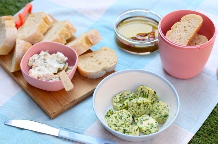 Heerlijk voor bij de picknick, barbecue of bij de borrel deze drie verschillende dips en smeersels voor op stokbrood // Francesca Kookt