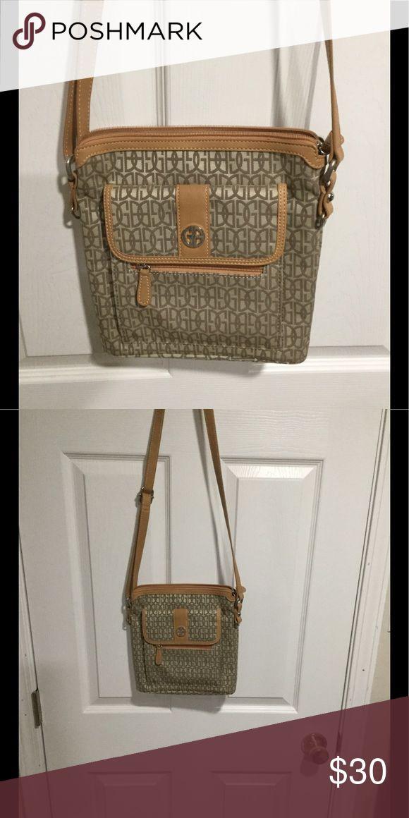 Giani Bernini Crossbody Purse Giana Bernini crossbody purse with matching coin purse in great shape. Giani Bernini Bags Crossbody Bags