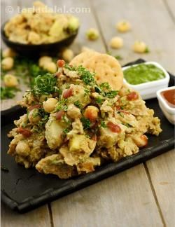 There are some cold, rainy days when you feel a craving for something crunchy and spicy. Here is a quick snack that you can fix up in a jiffy to liven your spirits. Surely, your entire family will love it as it is loaded with papdi, fruits, potatoes, cooked kabuli chana, chutneys and perky spices – there is something in it for everybody!
