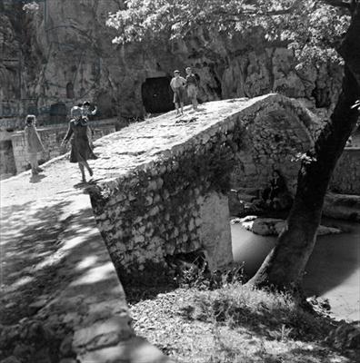 Livadeia, c.1950 (b/w photo), Papaioannou, Voula (1898-1989) / Benaki Museum, Athens, Greece / The Bridgeman Art Library