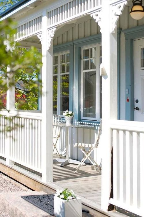 Vertical siding and vertical elements of porch trim. Plus a white w/light blue trim color scheme.