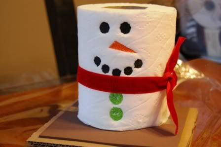 Quizá parezca exagerado, pero hay personas que vivimos mucho la Navidad y nos gusta decorar todos los espacios de la casa incluido el cuarto de baño. Lo común es adquirir accesorios para colocar en las paredes, en el lavavo, el wc, la cortina, las toallas, etc. Hay infinidad de bellos detalles y adornos para colocar …