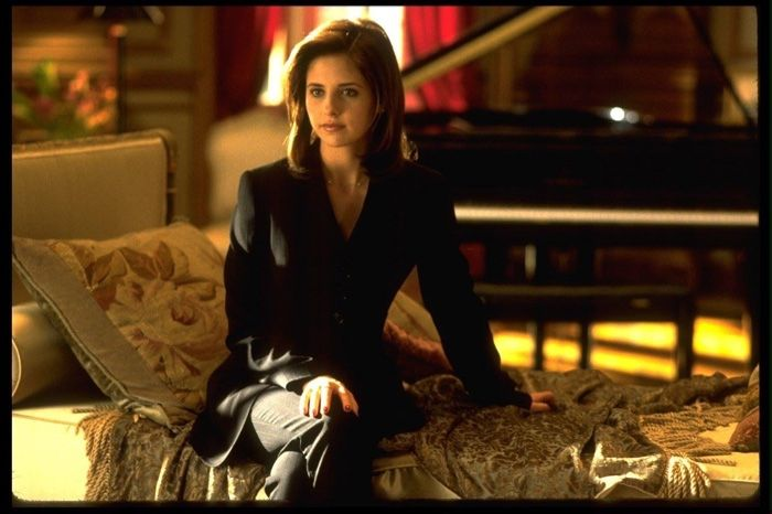 CRUEL INTENTIONS: SEXY 90S STYLE REVISITED Sarah Michelle Gellar rocks a black pant suit as Kathryn Merteuil