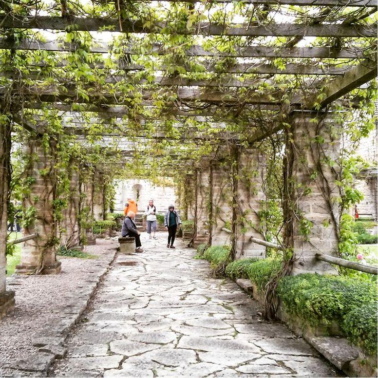Kloster Vreta in Schweden http://www.travelworldonline.de/traveller/Videos/der-goetakanal-mit-der-juno-eine-nostalgische-bootsfahrt/?utm_content=buffer43db0&utm_medium=social&utm_source=pinterest.com&utm_campaign=buffer #twosweden #schweden #sverige #sweden
