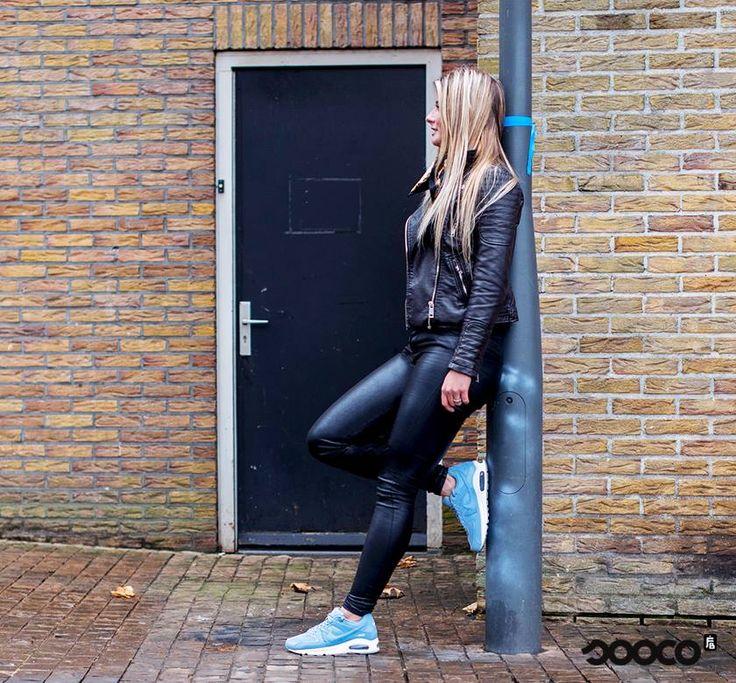 De Nike Air Max Command sneakers zijn in een nieuw blauw/paars jasje gestoken 💙