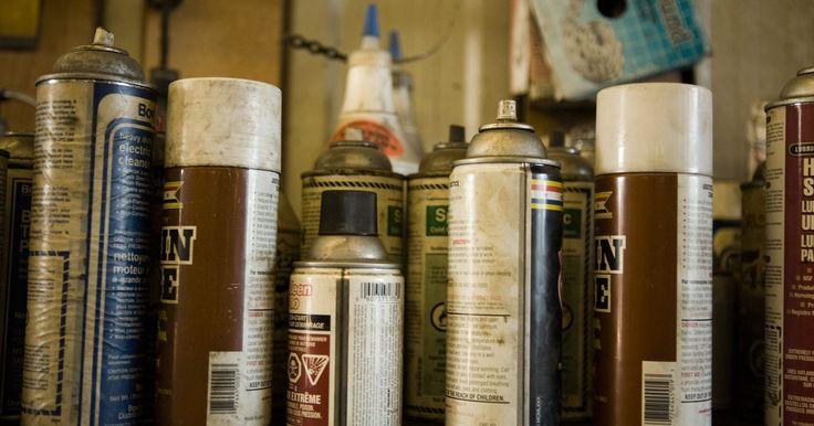 Cómo arreglar errores con pintura de aerosol. Desde proyectos de mejoras para el hogar hasta aplicaciones en automóviles, la pintura en aerosol es una forma relativamente sencilla de obtener un recubrimiento durable, suave, de alto brillo en casi cualquier cosa. Si estás utilizando una lata de pintura en aerosol o un rociador sin aire, estás obligado a encontrar errores ocasionales de pintura ...
