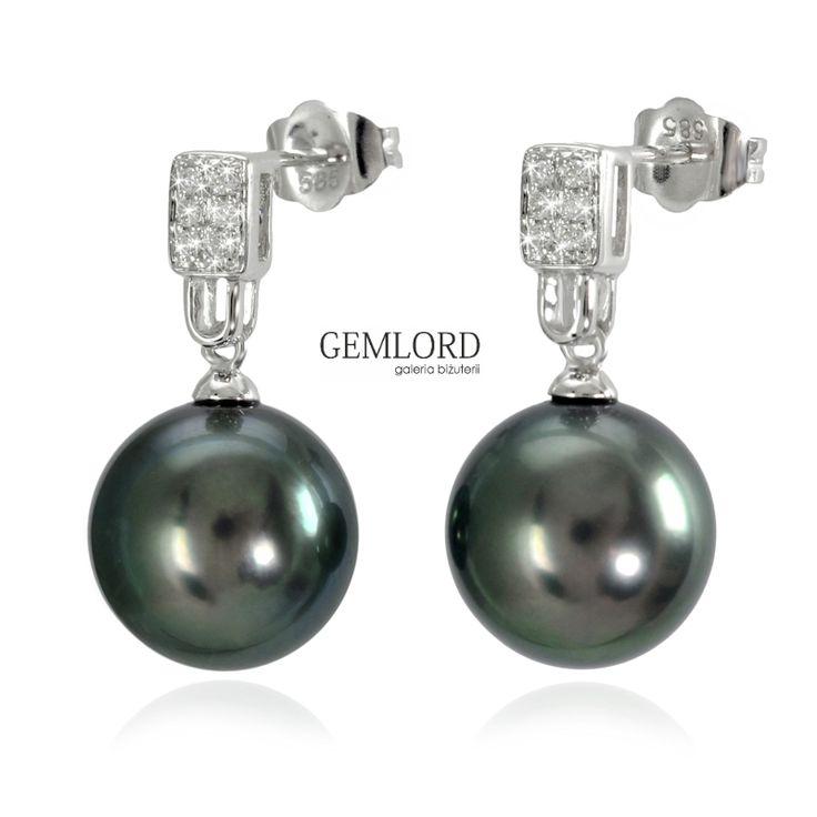 Olśniewające kolczyki z perłami Tahiti, w oprawie z białego złota zdobionej brylantami. Doskonały dodatek do garderoby miłośniczek pereł. Biżuteria wprost idealna na każdą porę dnia oraz na małe i duże okazje. #kolczyki #earrings #perły #pearls #perlas #perolas #жемчуг #diamenty #diamonds #biżuteria #jewellery #jewelry #złoto #gold #whitegold #luxury #luxurylife #quality #topquality #fashion #style #prezent #gift