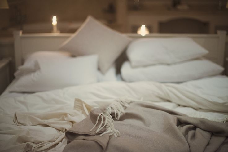 Doesn't this bed look cosy? Imagine the winter rain coming down in sheets on the beach just outside while you snuggle up with your favourite book, underfloor heating and your loved one at The Last Word, Long Beach.