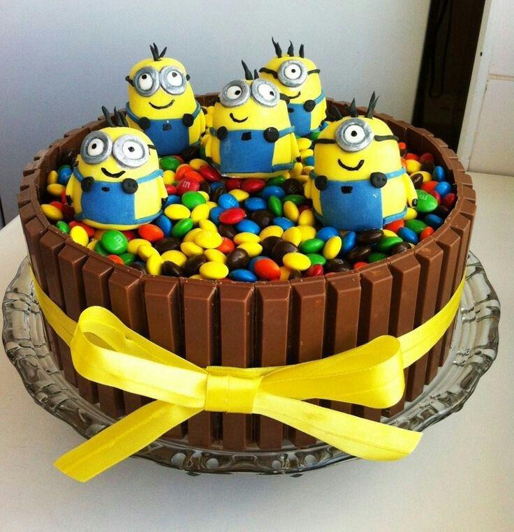 Teilen Tweet Anpinnen Mail Eine ganz spezielle Minion Geburtstags Torte Anleitung / Rezept : Selbstversuch wie leicht lässt sich solch eine Minion Torte nach ...