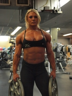 female bodybuilder....way too build up all I can say is dam