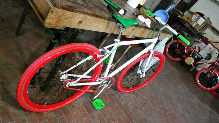 Vecchia mountain bike trasformata in scatto fisso modello ITALIA