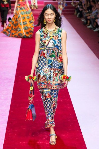 Dolce & Gabbana Sends Out the Queen of Hearts for Spring 2018 - Vogue